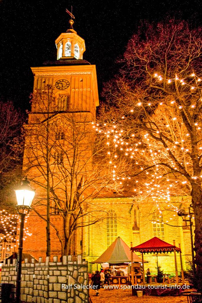 historischer weihnachtsmarkt an der nikolai kirche online reisef hrer f r spandau. Black Bedroom Furniture Sets. Home Design Ideas